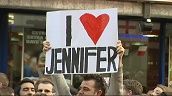 Tilt up fan holding \%27I love Jennifer\%27 banner at London premiere of \%27The Break Up\%27, 14 June 2006
